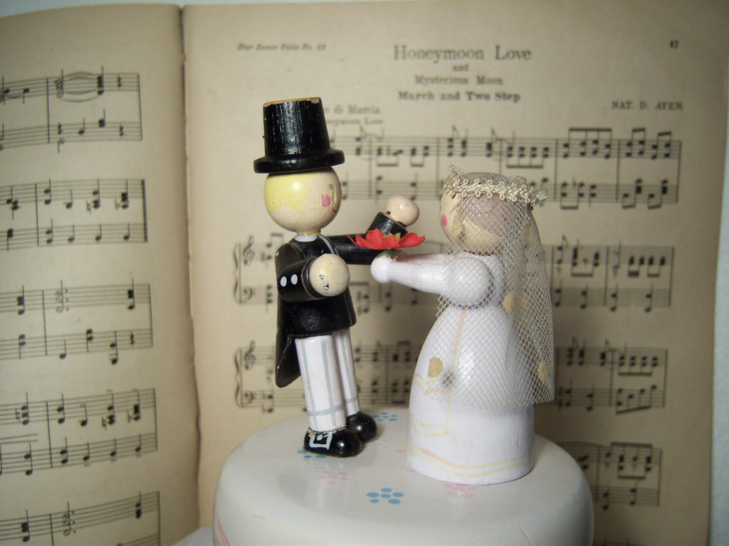 Antique-wedding-cake-topper-vintage-music-box-bride-and-groom.full