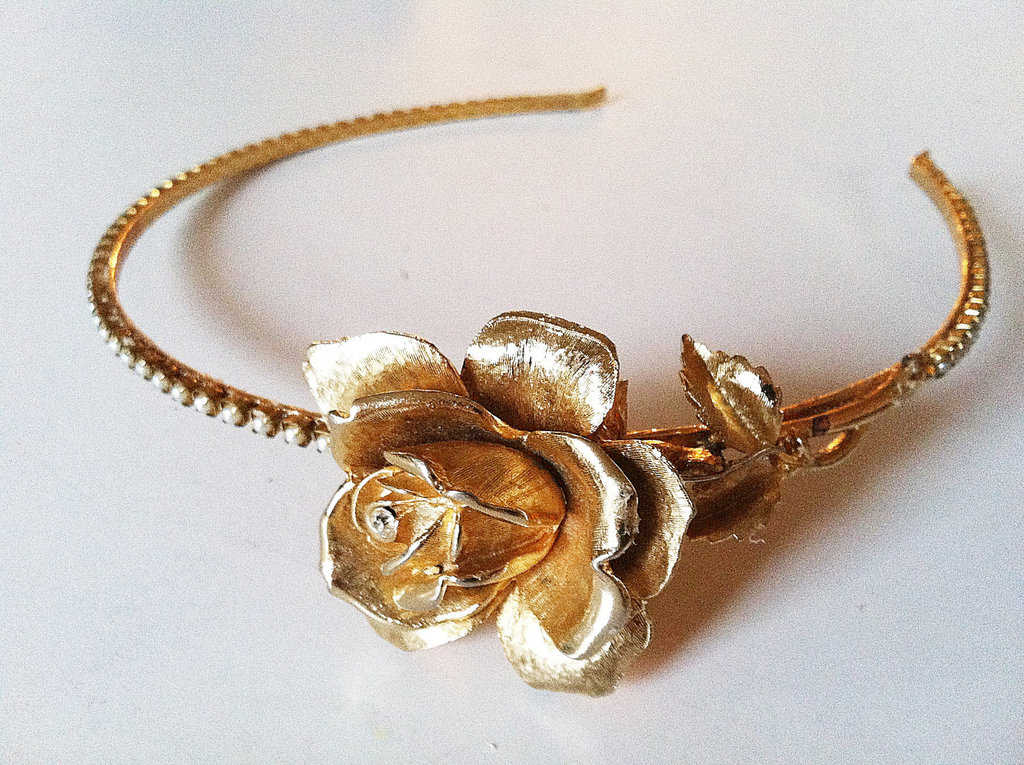 Vintage-bridal-headband-rose-adorned.full