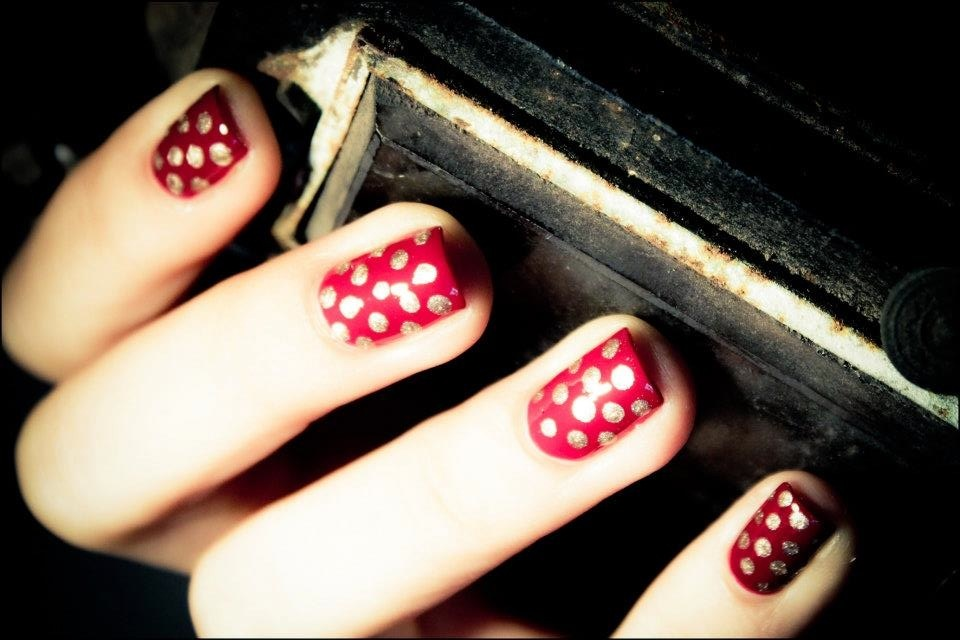 Red-gold-polka-dot-nails-2.full