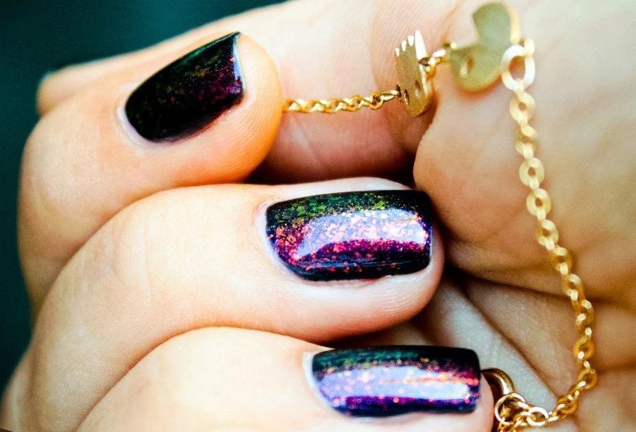 Bold-hologram-wedding-nails.full