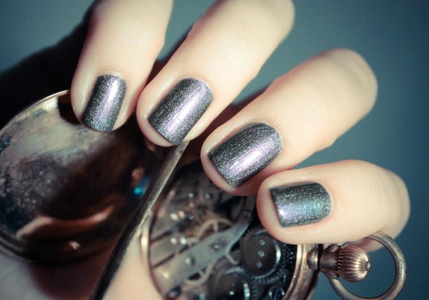 Unique-wedding-nail-art-bridal-beauty-details-shimmer-gray.full