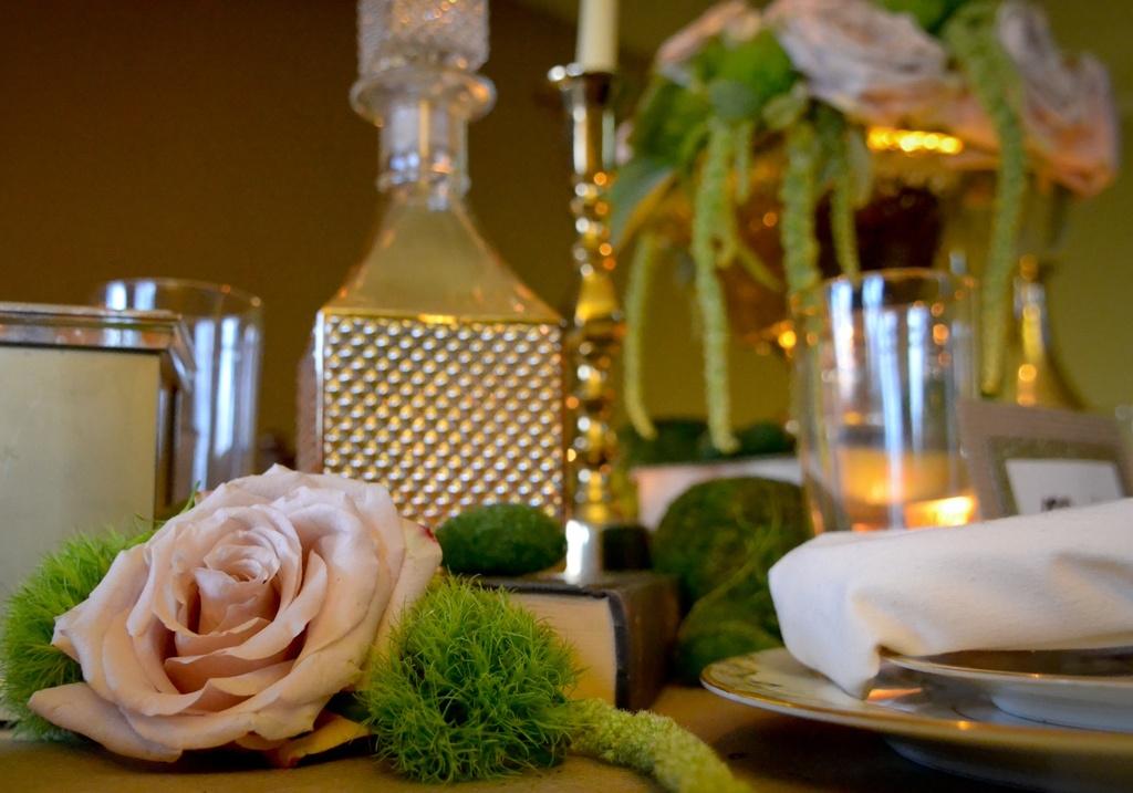 Elegant-wedding-style-vintage-inspired-reception-tabletop.full