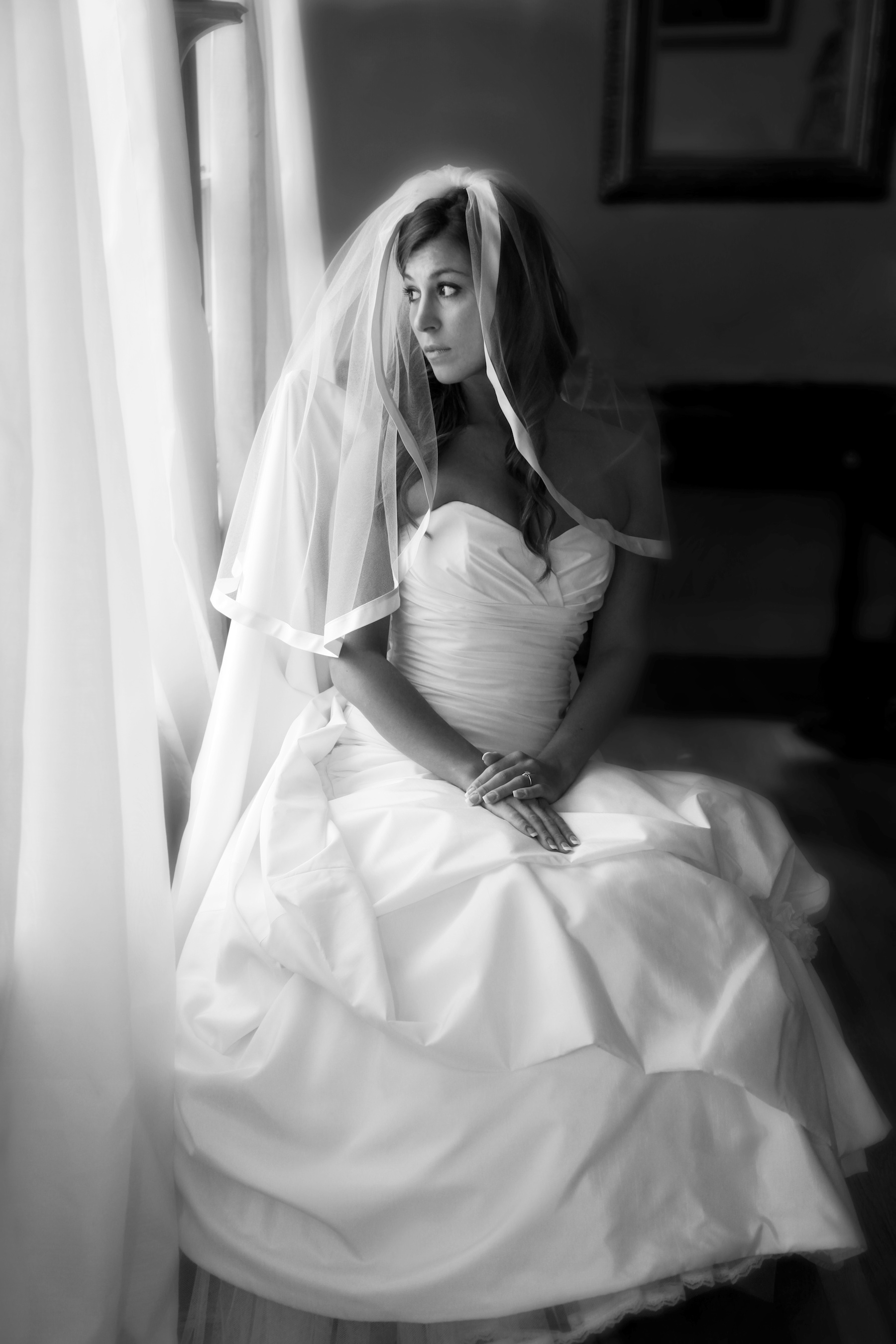 Classic-bride-wears-white-wedding-dress-tiered-bridal-veil.original