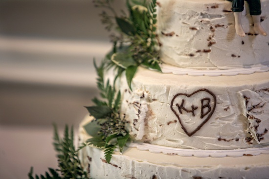 Personalized-real-wedding-planning-inspiration-for-brides-wedding-cake.medium_large