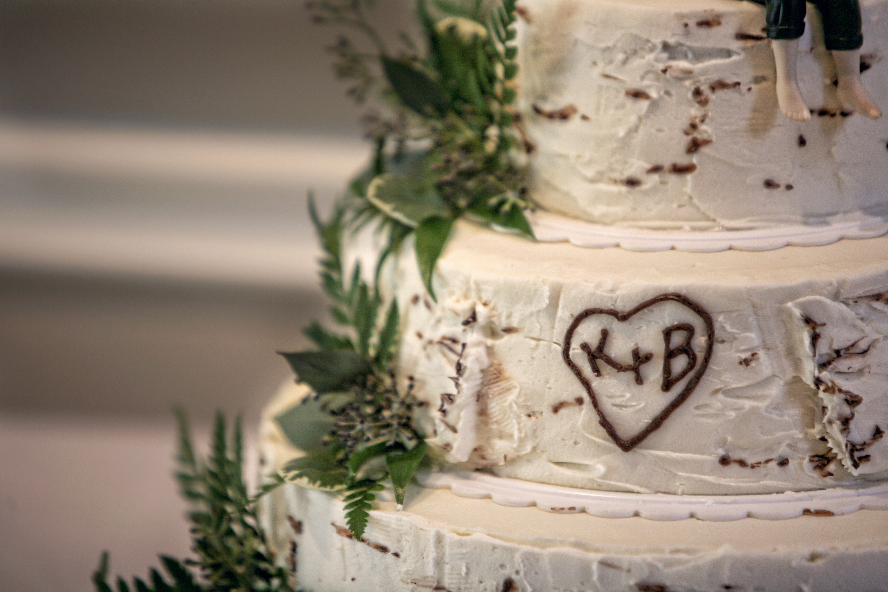 Personalized-real-wedding-planning-inspiration-for-brides-wedding-cake.original