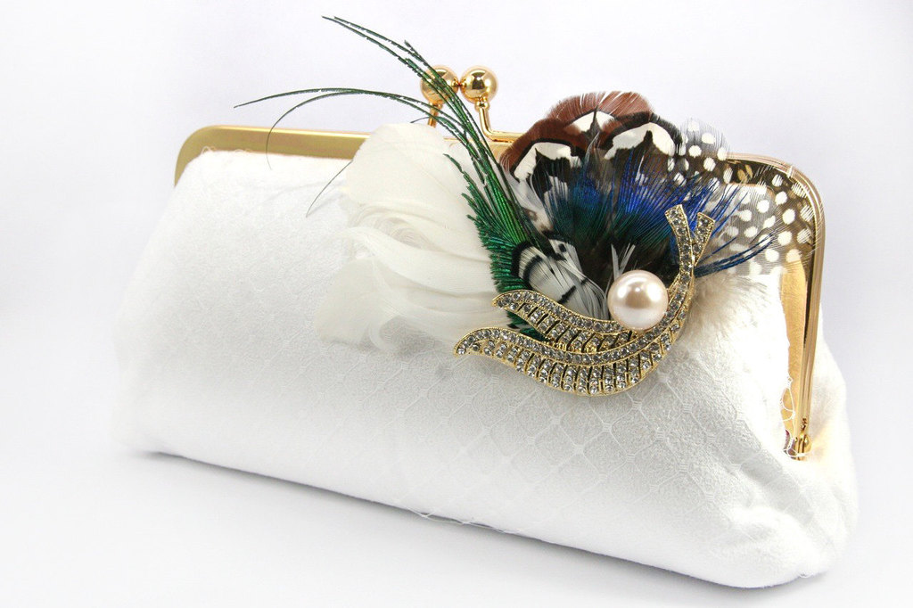 Elegant-lace-feather-bridal-clutch-vintage-brooch-with-pearls.full