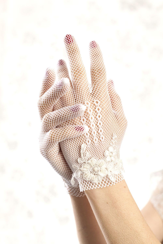 Floral embellished bridal gloves vintage wedding style for Wedding dresses with gloves