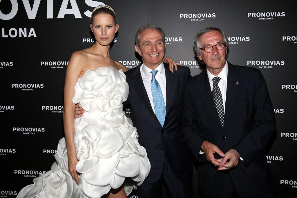 Little-white-wedding-dress-pronovias.full