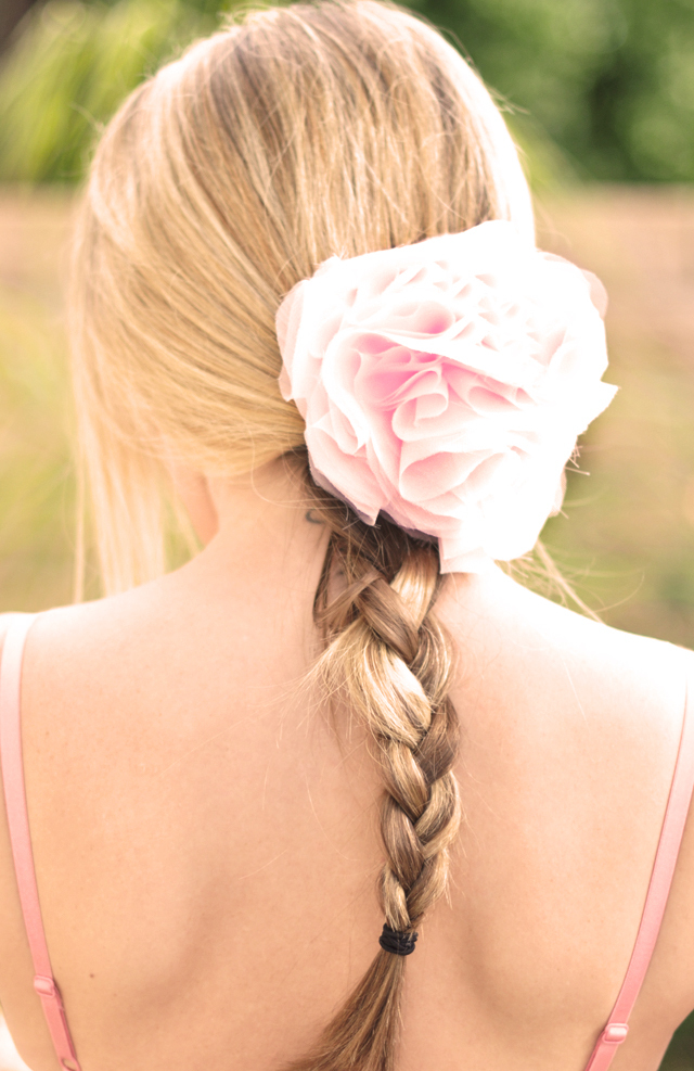 Diy-wedding-hair-flower-blush-pink-romantic.full