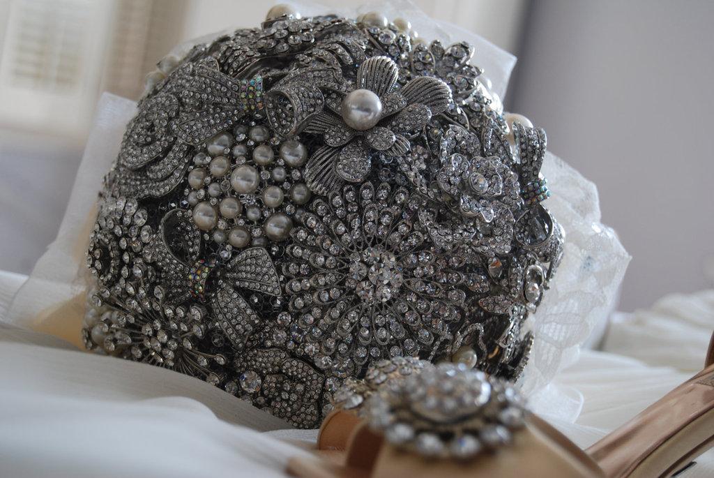 Silver-heirloom-brooch-bridal-bouquet.full