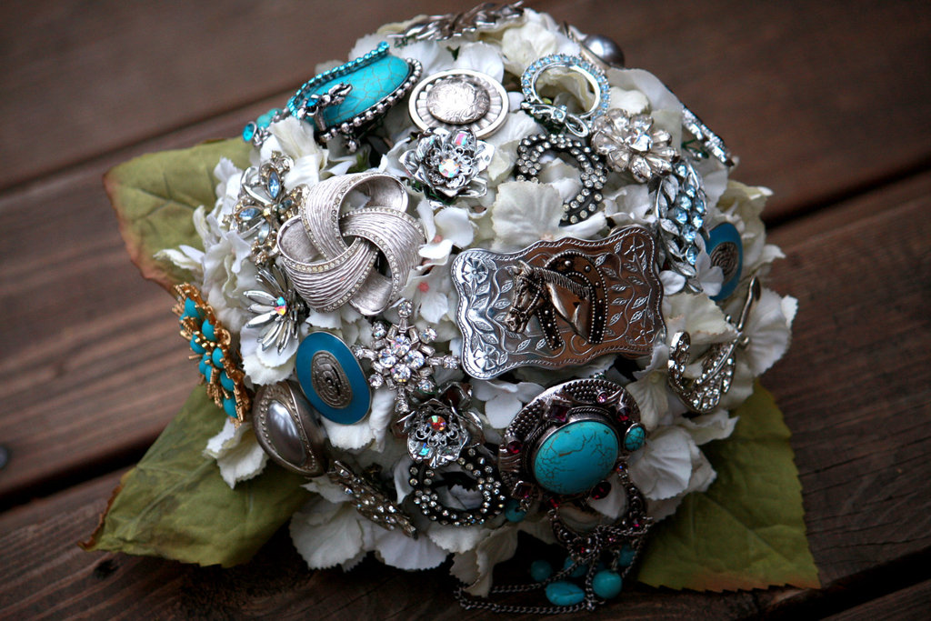 brooch bridal bouquets vintage wedding ideas white blue silver