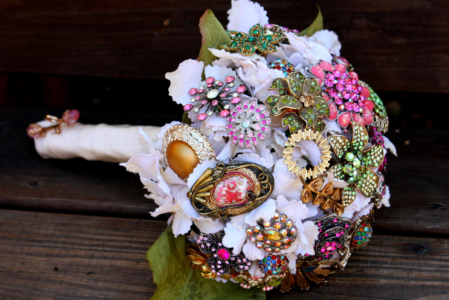 Brooch bridal bouquets vintage wedding ideas 1 for Bridal flower bouquets ideas