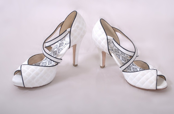 Hey-lady-wedding-shoes-vintage-inspired-bridal-heels-white-with-black-piping.full