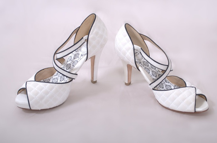 Hey-lady-wedding-shoes-vintage-inspired-bridal-heels-white-with-black-piping.original