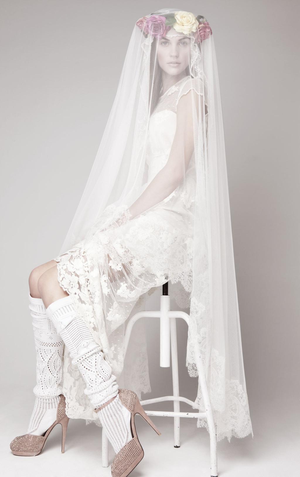 Simple-wedding-dress-for-vintage-or-modern-brides-6.full