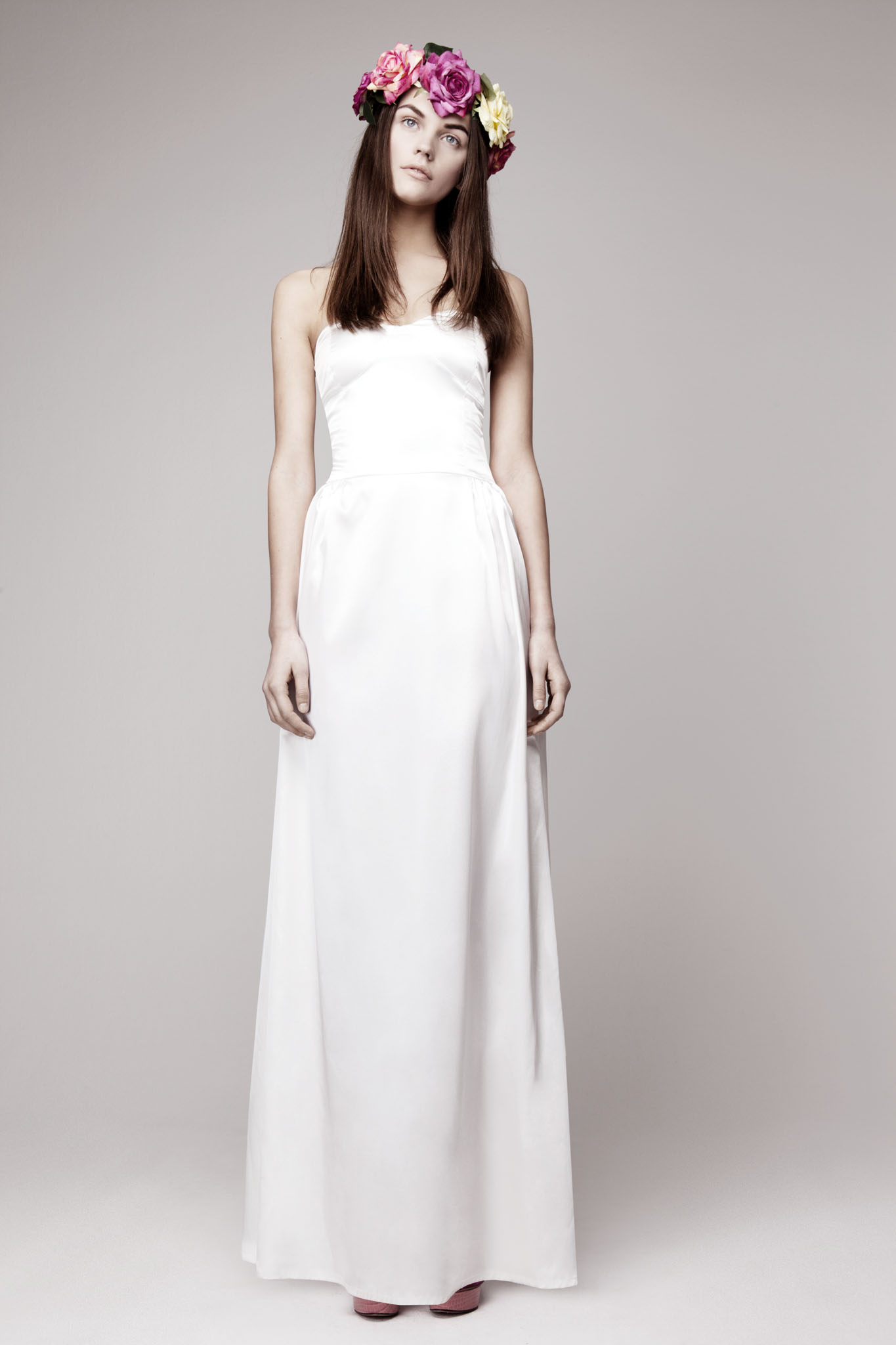 simple wedding dress for vintage or modern brides 4