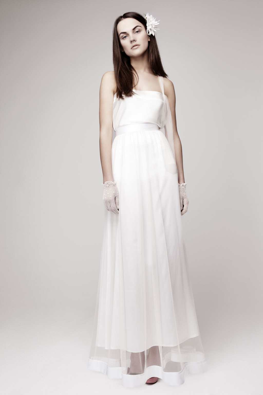 Simple-wedding-dress-for-vintage-or-modern-brides-5.full