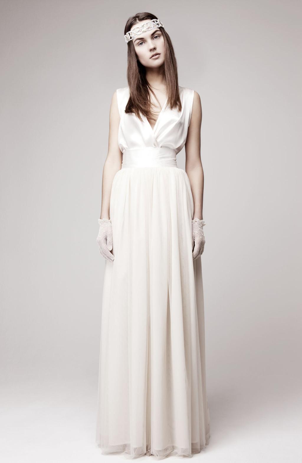 Simple-wedding-dress-for-vintage-or-modern-brides-3.full