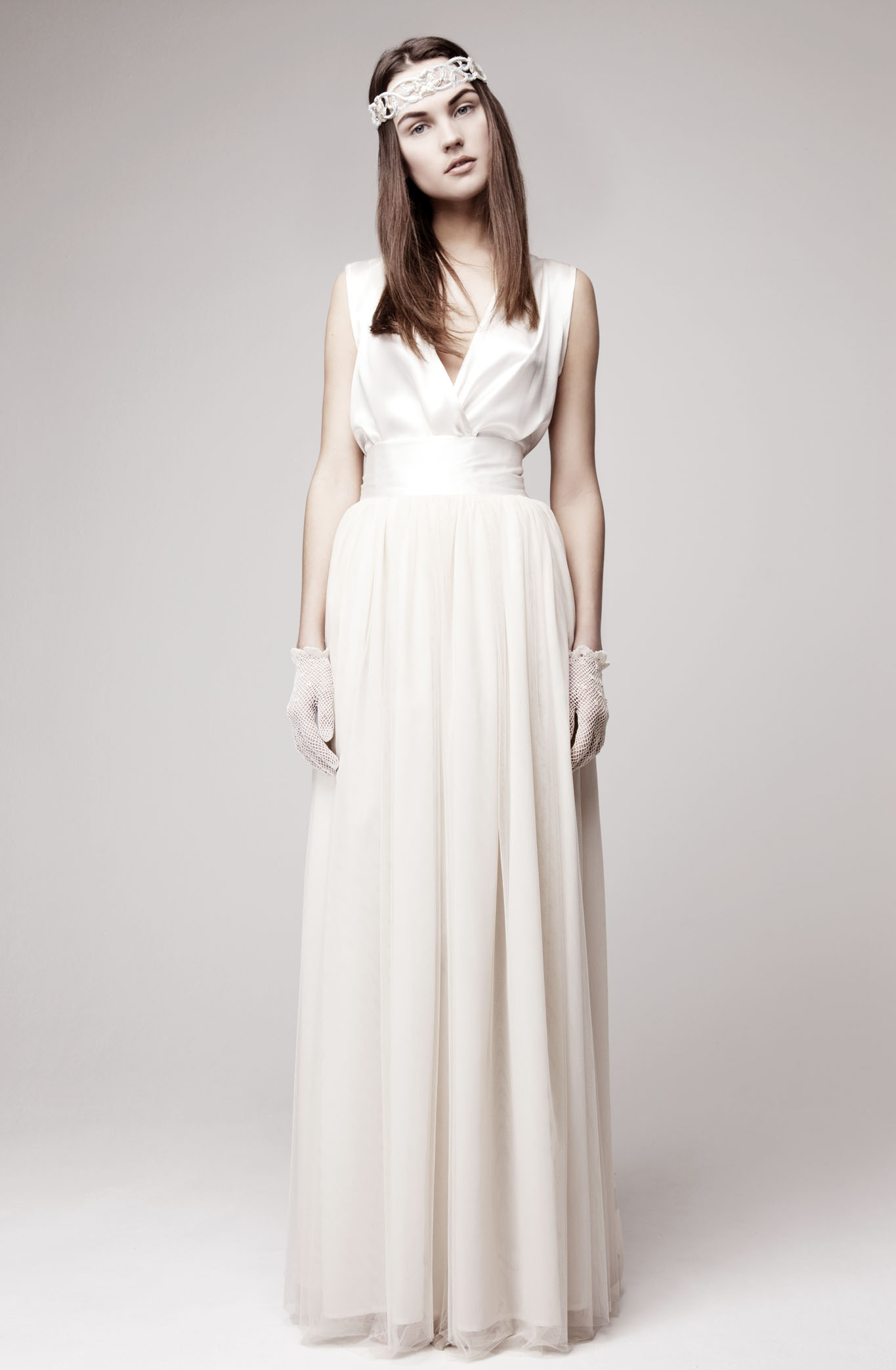 simple wedding dress for vintage or modern brides 3