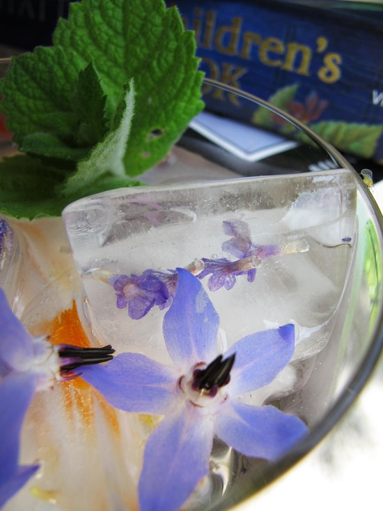 simple wedding DIY floral ice cubes signature drinks