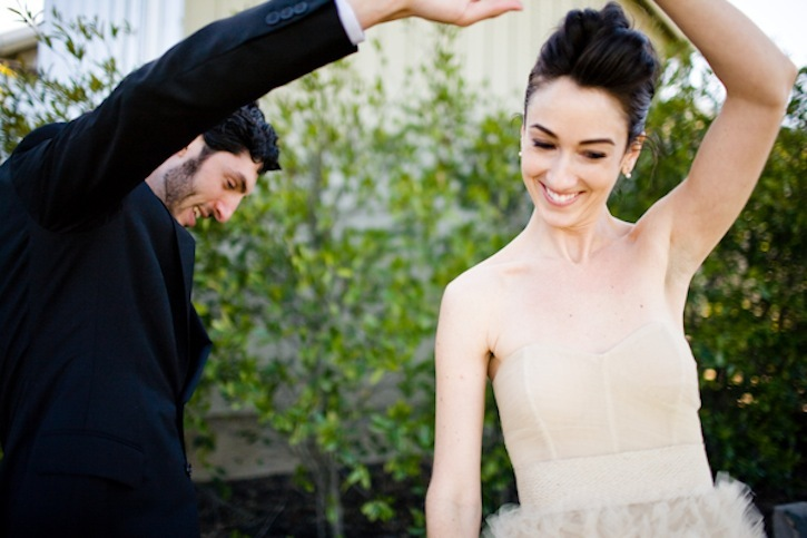 Best-wedding-photos-first-looks-between-bride-and-groom-1.full