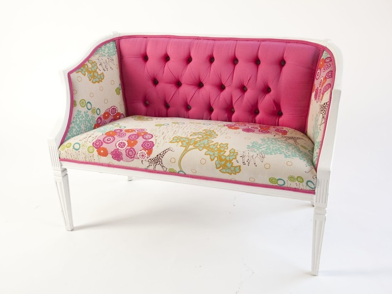 Hot-pink-wedding-colors-vintage-couch-for-wedding-reception.full