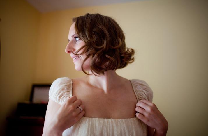 Short-wedding-hairstyles-wavy-bob-1.full