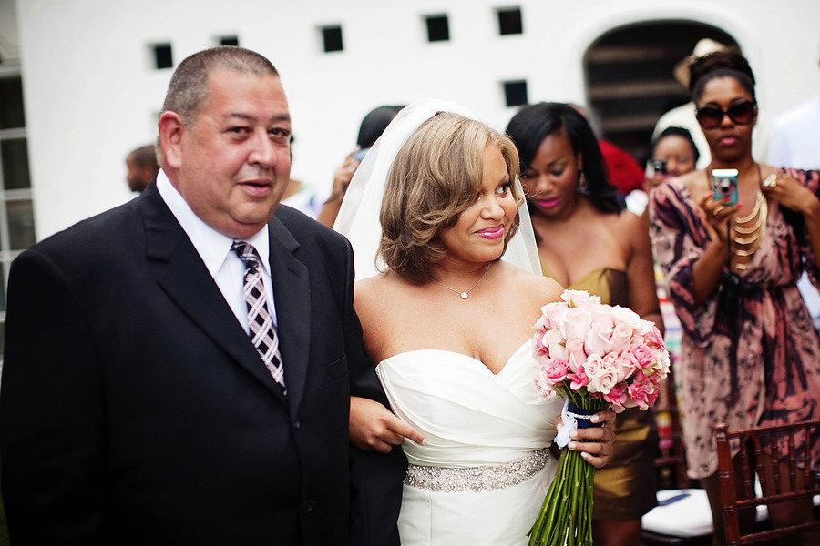 Short-wedding-hair-loose-waves-with-bridal-veil.full