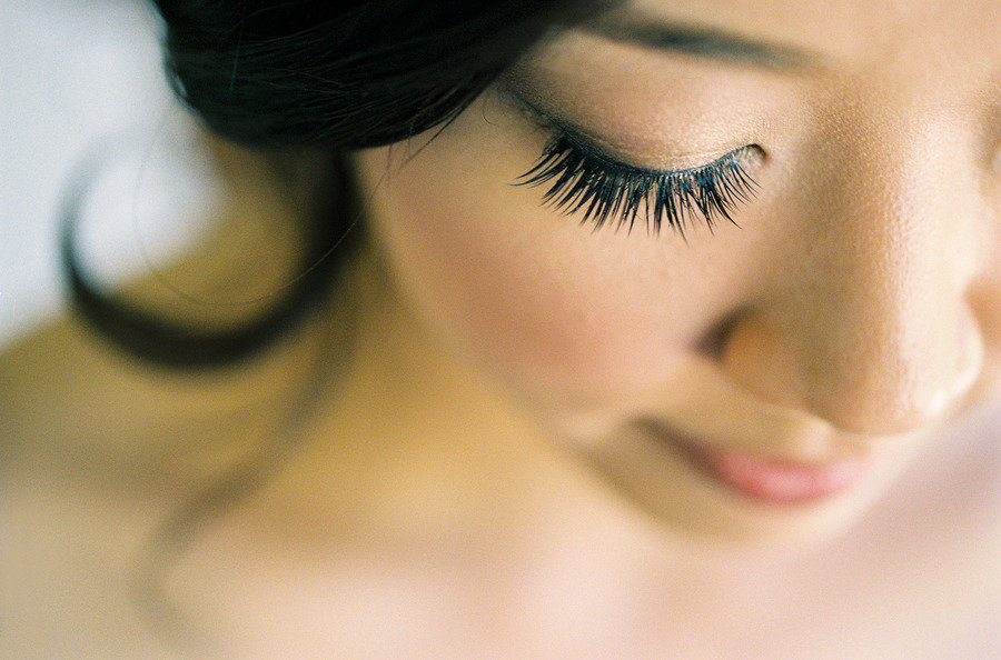bridal beauty inspiration dramatic lashes rosy cheeks