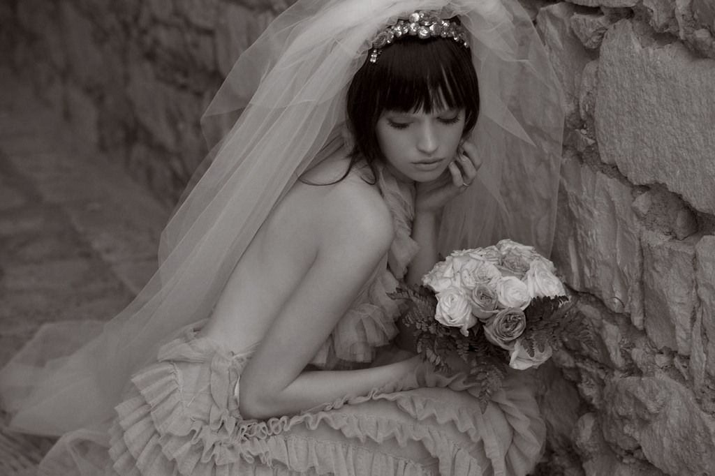 Real-wedding-inspiration-destination-wedding-ideas-sicily-italy-bridal-veil-tiara.full