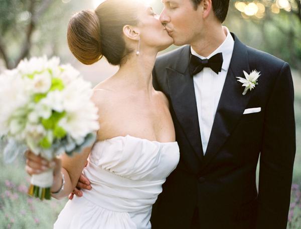 wedding planning fun hot topics the first kiss onewedcom