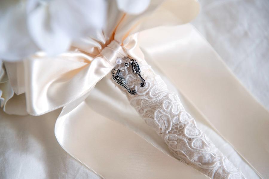 Nautical-themed-real-wedding-elegant-bridal-bouquet.full