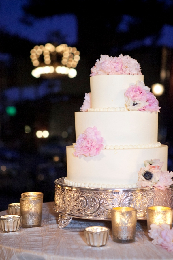 3 tier wedding cakes with fresh flowers wedding cake ivory 3 tier with light pink fresh 10329