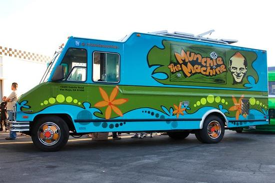 groovy wedding ideas munchie machine food truck