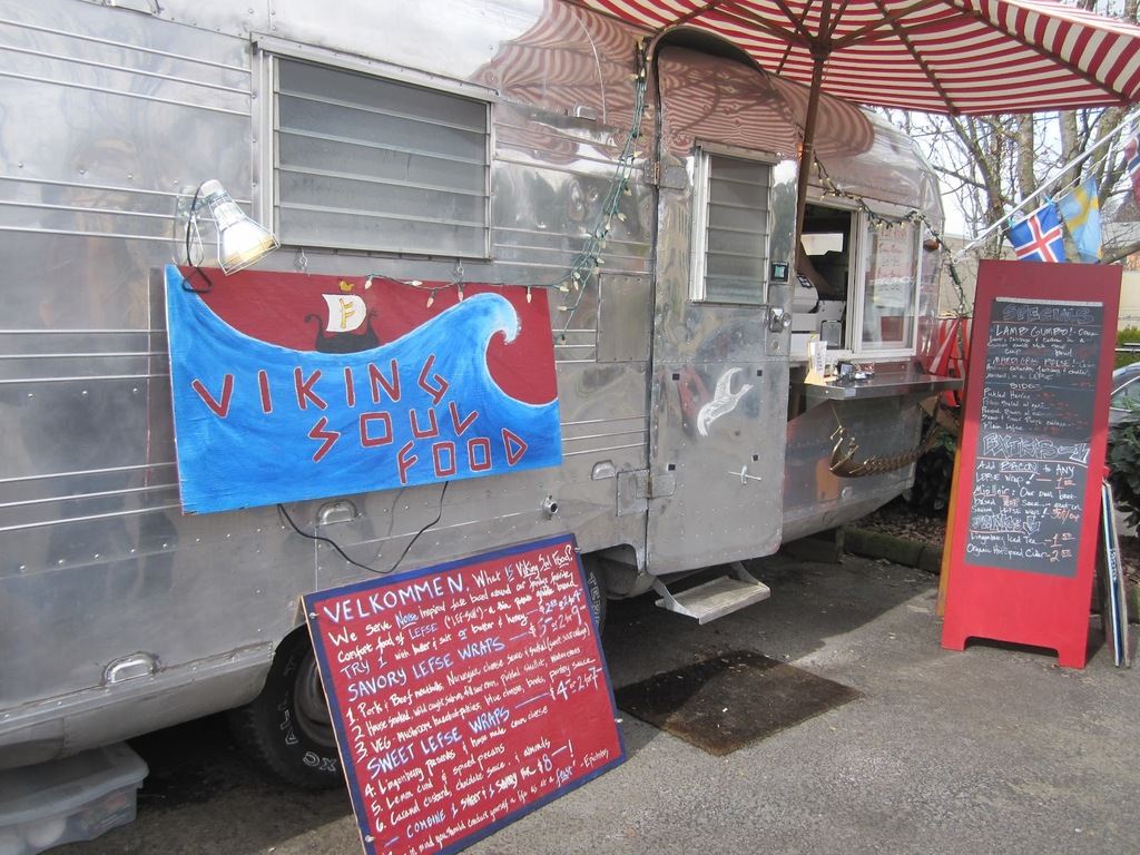 Soul-food-wedding-reception-food-trucks.full
