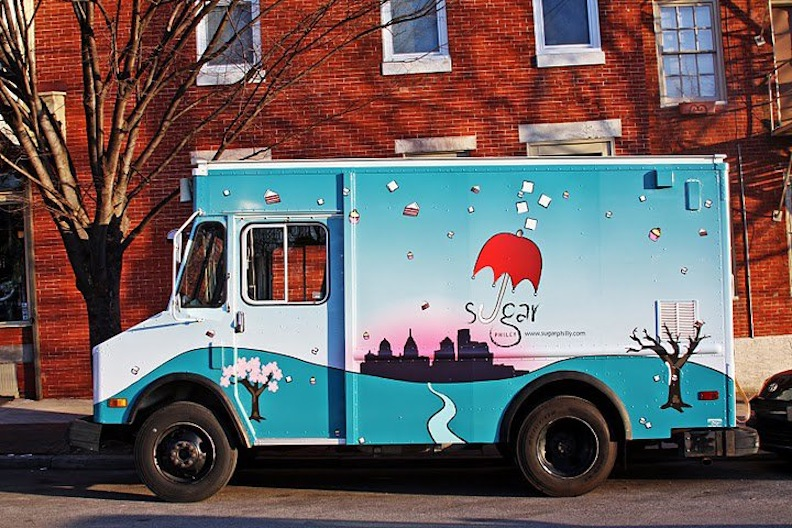 1000 images about little bee pops food truck design for Cool food truck designs