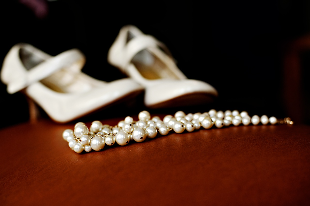Real-weddings-winter-wedding-reception-wedding-shoes-jewelry.original
