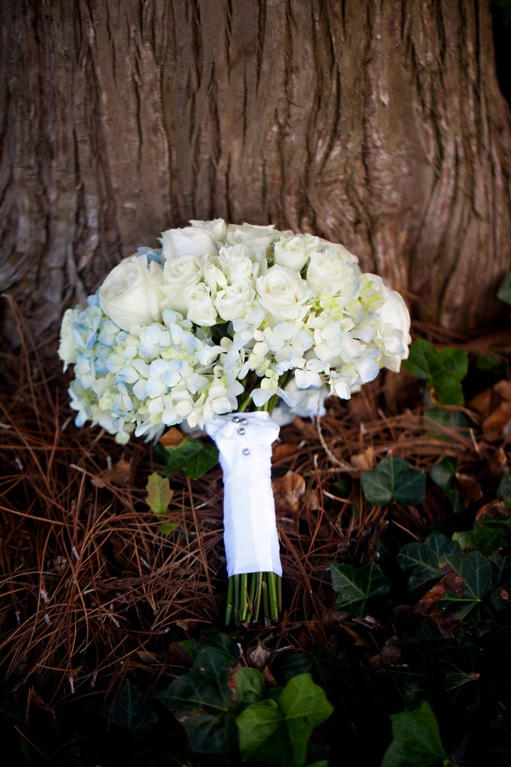 elegant spring wedding with blue, silver, ivory wedding color palette- winery wedding venue