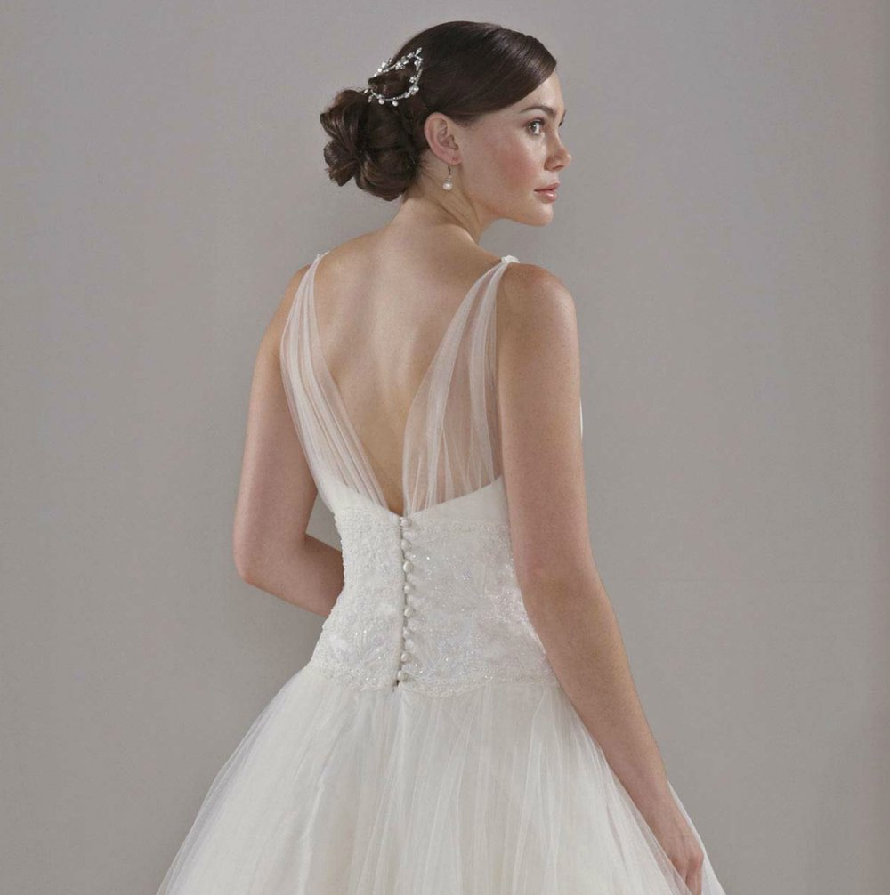 Sassi-holford-wedding-dress-2012-bridal-gowns-couture-4-back.full