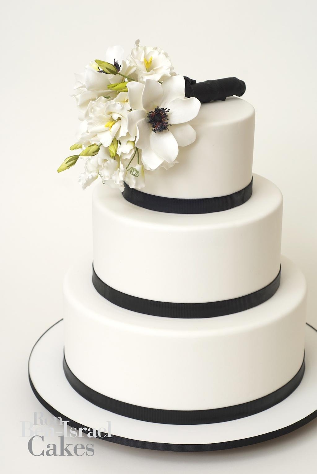 Wedding-cake-inspiration-ron-ben-isreal-wedding-cakes-white-black-classic.full