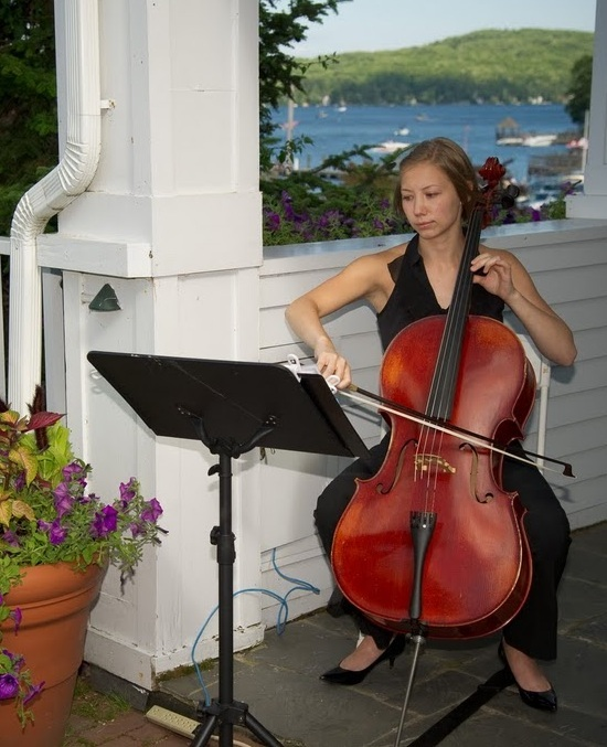 photo of Jess Dickinson Cellist