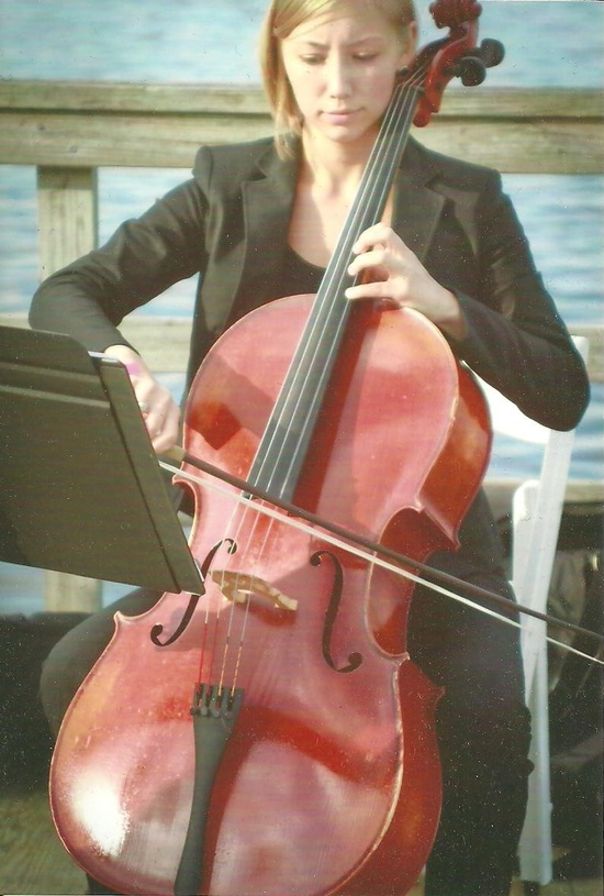 Jess Dickinson Cellist