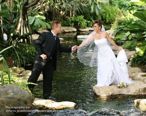 Bride_20and_20groom_20on_20rocks_20in_20water.original.full