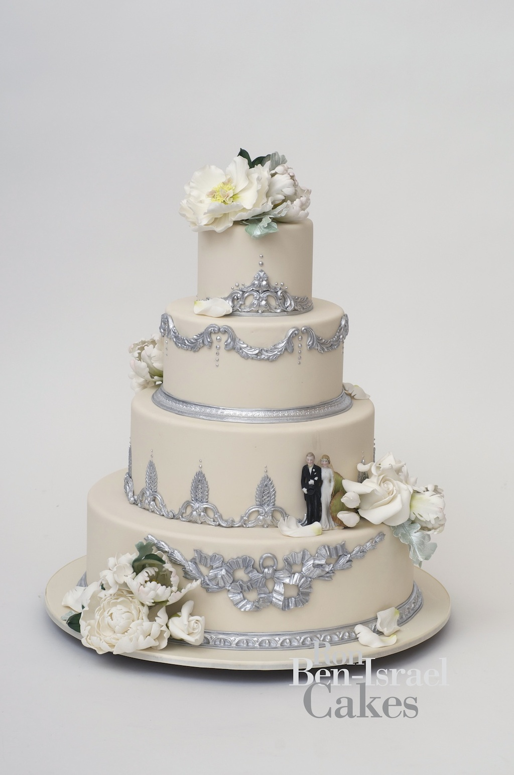 wedding-cake-inspiration-Ron-Ben-Isreal-wedding-cakes-ivory-ice-blue