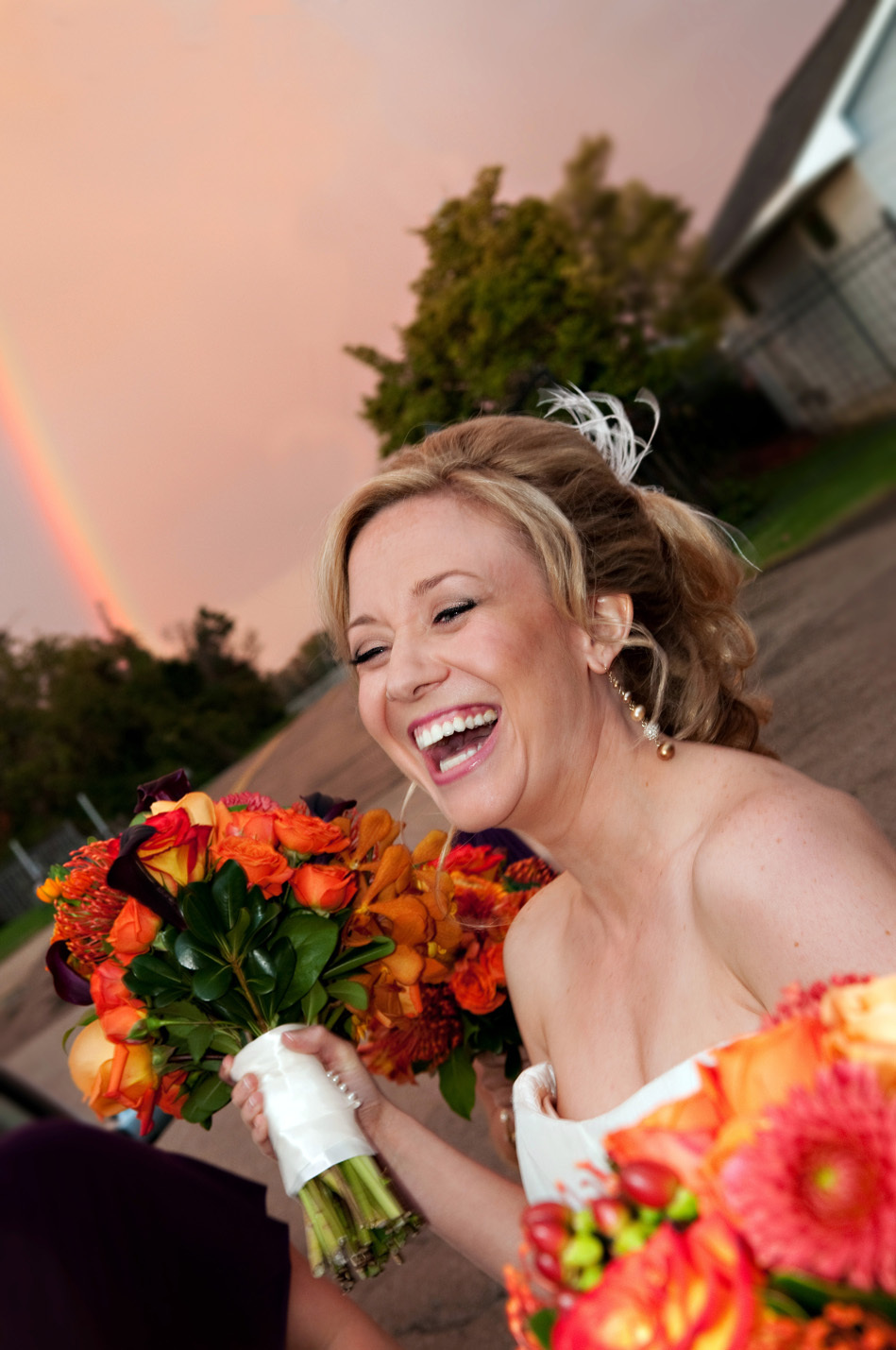 Bride_20laugh_20bright_20bouquet_20288k.original.full