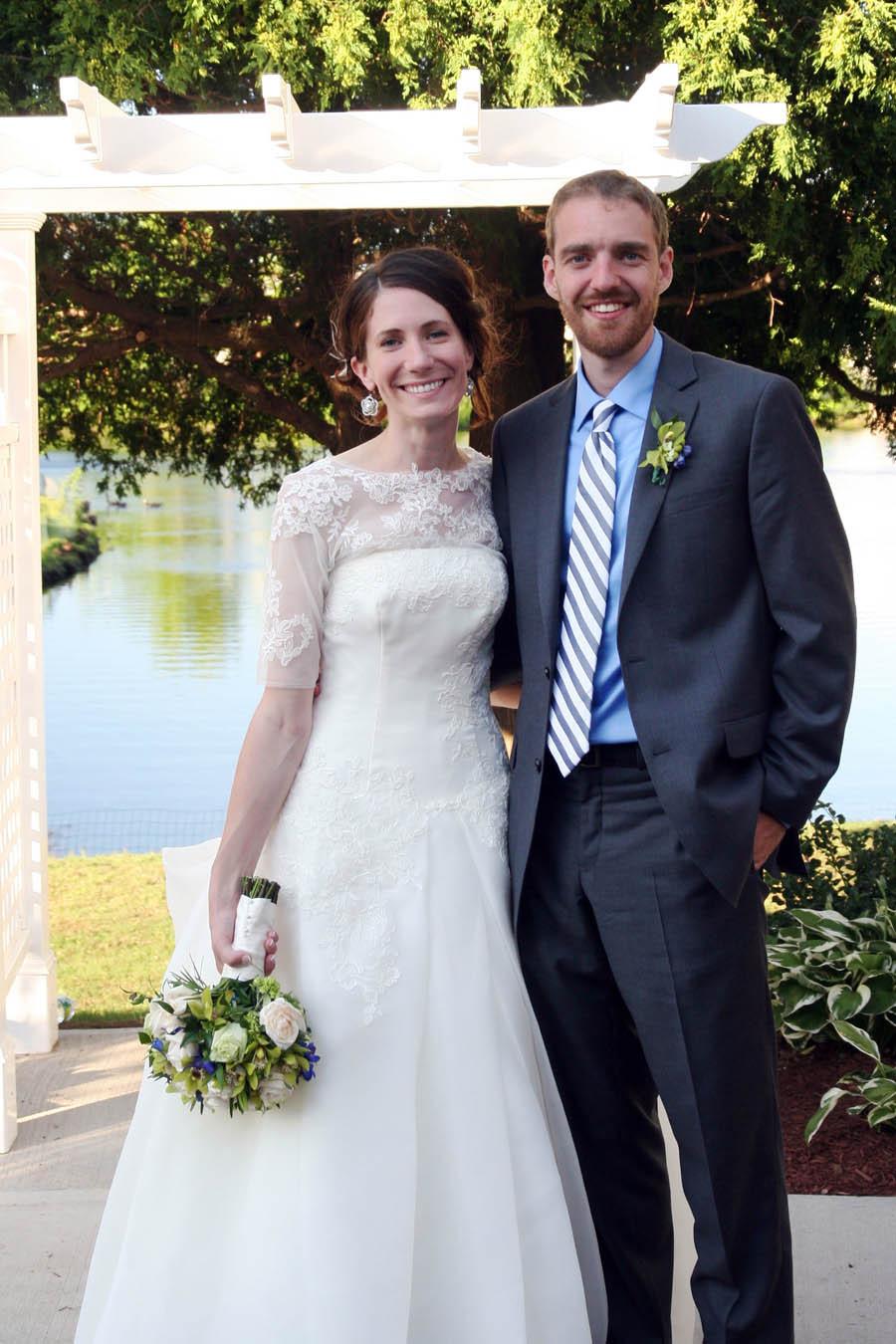 Bride%20and%20groom%20under%20arbor.full