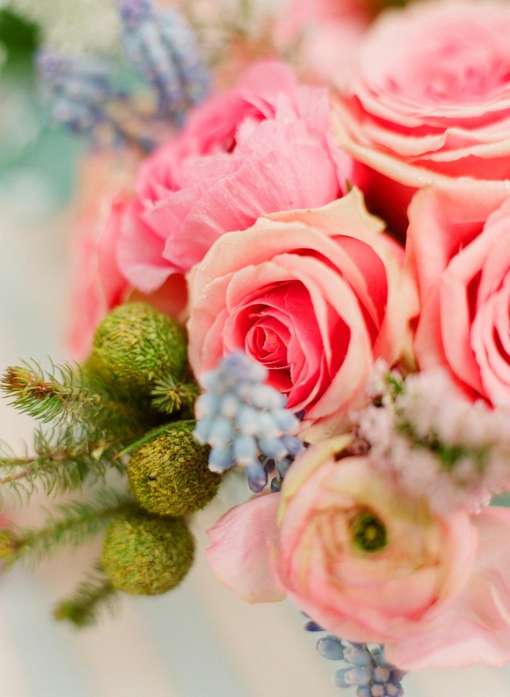 Romantic-wedding-details-outdoor-weddings-pink-green-centerpiece.full