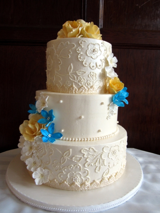 embroideredweddingcake