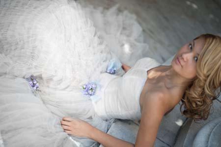 Bride_sitting_on_steps-165_.full