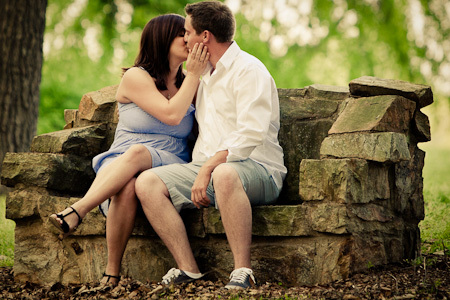 Engagement_session_couple_kissing-170_.full